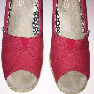 TOMS Red Canvas Wedged Pump Size 6.5 M